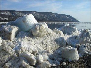 Якутия. Весна. Тающий снег на берегу реки Лена. | Фото 1