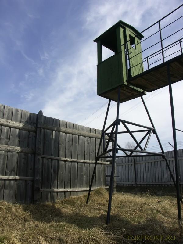 Зона-музей Пермь-36: Вышка охранника. Вид снизу. (фотография №23)