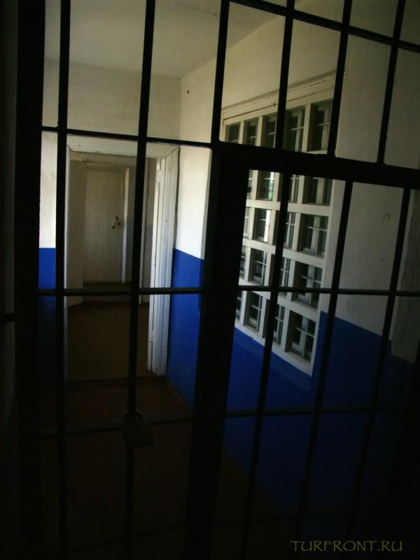 Зона-музей Пермь-36: Решетки перед входом на зону. (фотография №53)