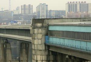 Сибирская Москва. Прогулка по Новосибирску.: Панорама Новосибирска на фоне моста. (фотография №1)