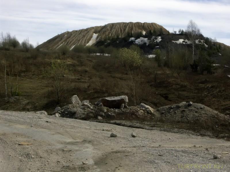 Каменный карьер города Чусовой: Панорама на фоне карьера. (фотография №2)