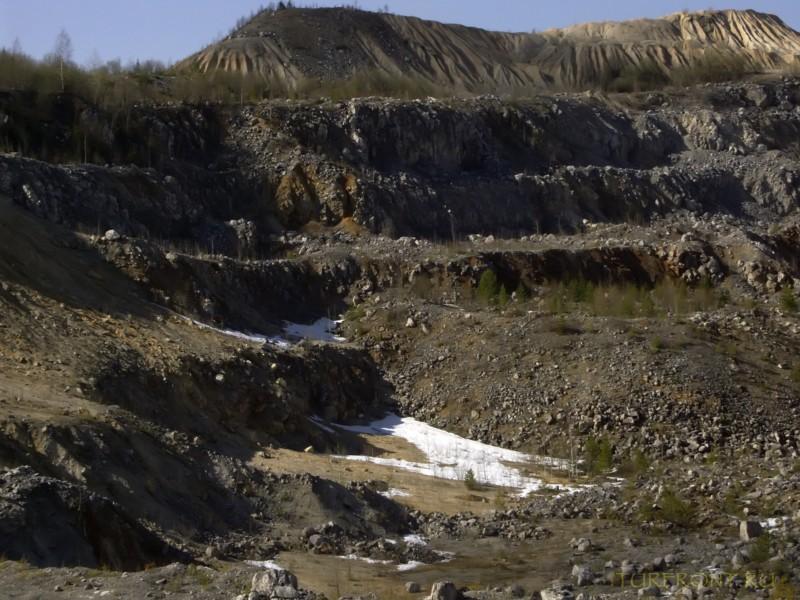 Каменный карьер города Чусовой: Карьер сбоку - круги ада в разрезе. (фотография №43)