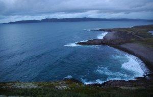 На краю земли Российской:  Холодная красота Кольского полуострова: Вид сверху на Териберкский залив. (фотография №1)