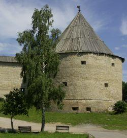 Старая Ладога: земля, хранящая легенды: Башня Староладожской крепости. (фотография №1)