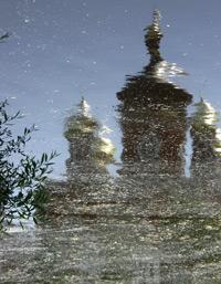Старая Русса: по следам великого писателя: Старая Русса: Отражение храма в реке. (фотография №1)