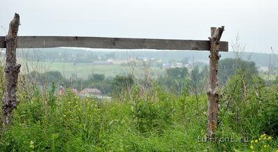 По дороге в деревню Галухино. Вид на деревенские дома с холма. | Фото 1