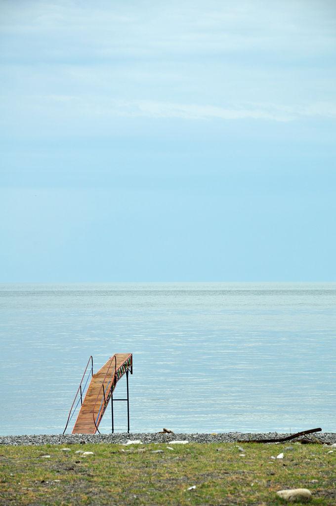 Старая Гагра: Приморский парк: Прыгательный трамплин на берегу. (фотография №4)