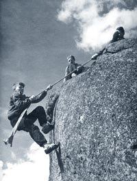 Люди, лазающие по скалам. | Фото 1